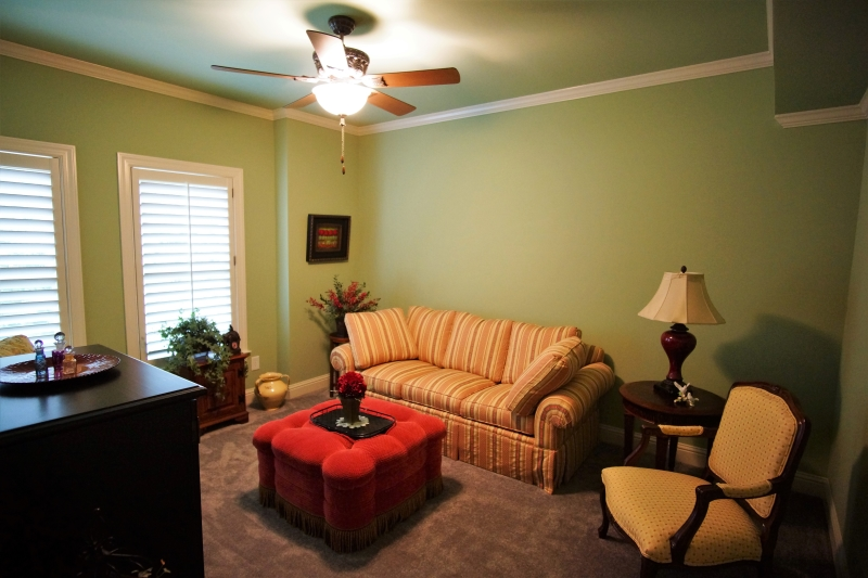 4409 Guest Living Rm